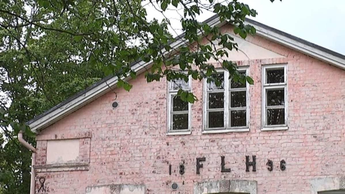 Billnäsin vanha konttorirakennus on kunnostettu hotellikäyttöön.