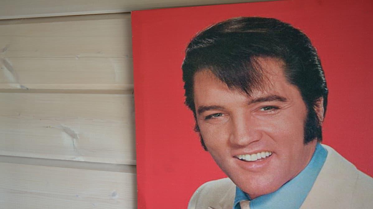 Elvis tallennettuna kankaiselle taululle.