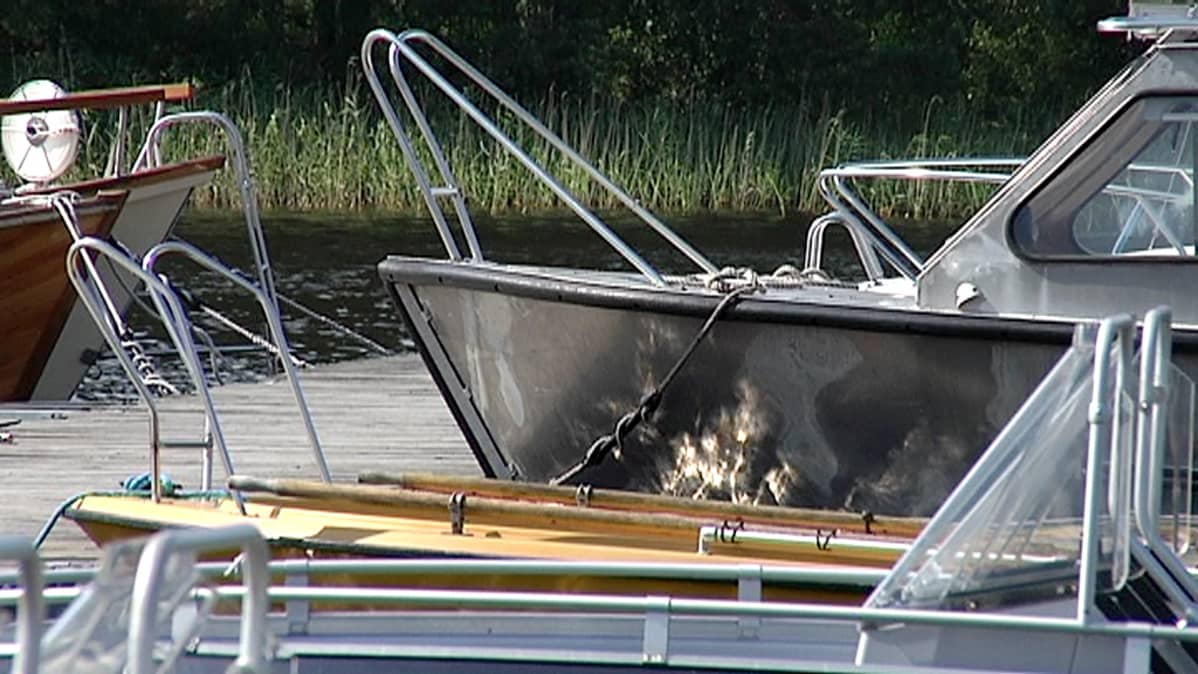 Veneitä laiturissa Taipalsaarella.