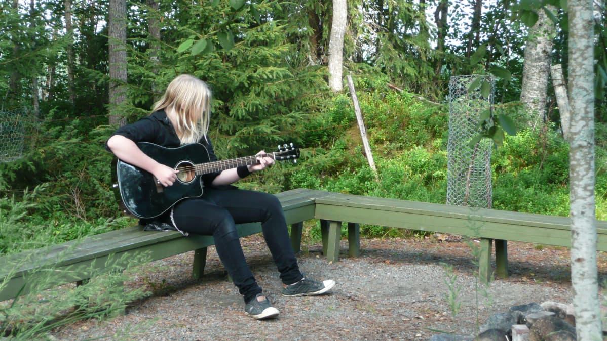 Rock Camp -leirillä Alavudella musiikki soi kaikkialla.