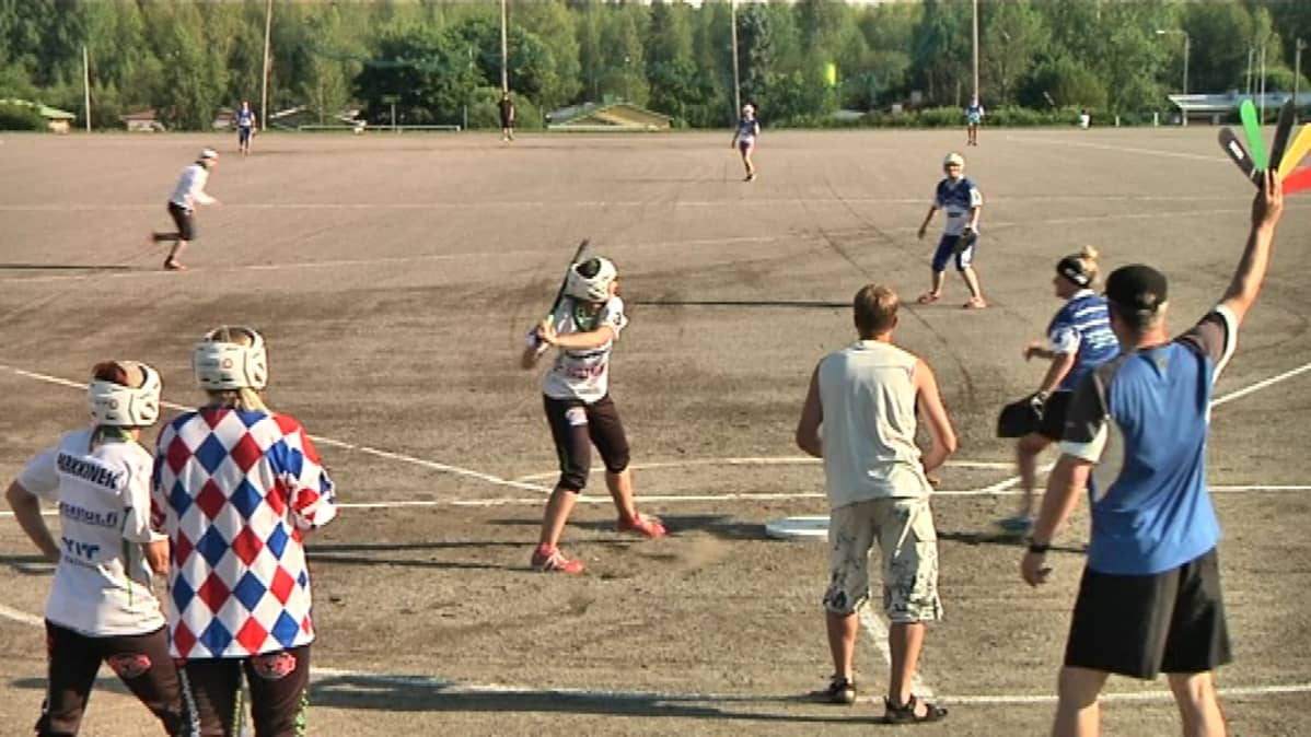 Mikkelin pallonlyöjät vastaan Juvan Nuorisopesis Lähemäen kentällä Mikkelissä.