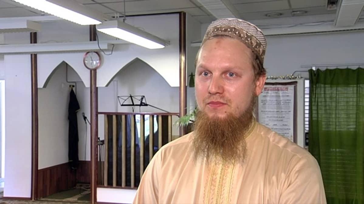 Helsingin muslimit -yhdyskunnan puheenjohtaja Hamza Peltola
