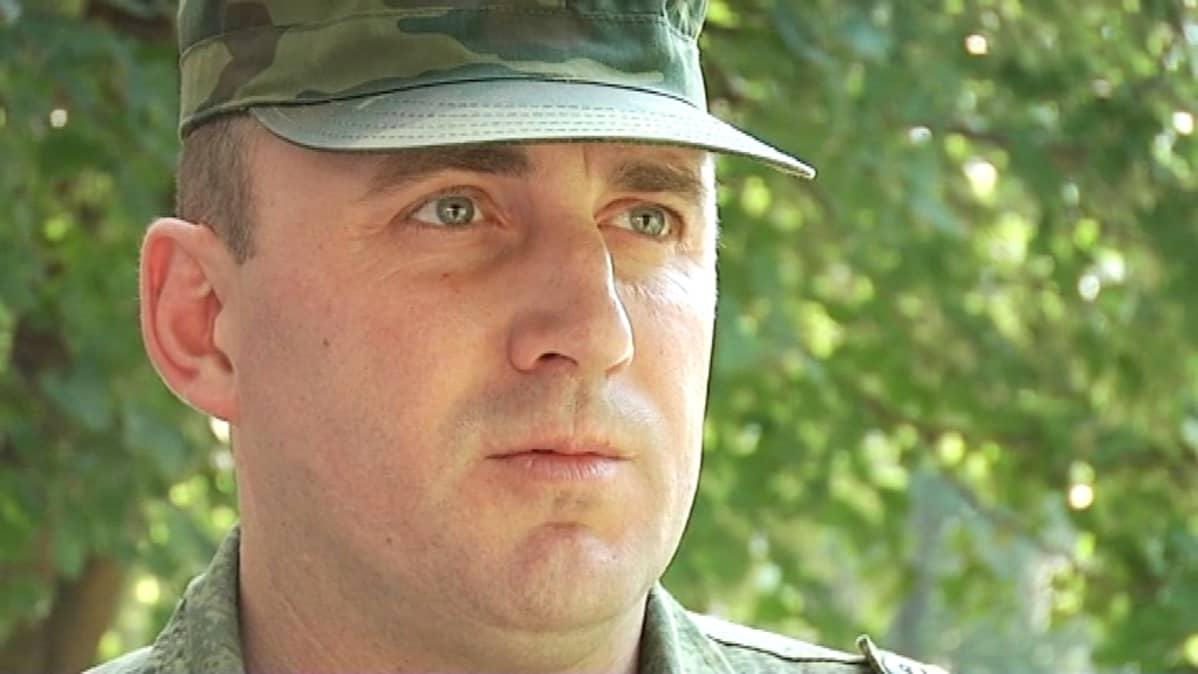 Andrein isä Sergei kunnioittaa poikansa valintaa, vaikka hänen ei ikänsä puolesta pitäisikään taistella ase kädessä.