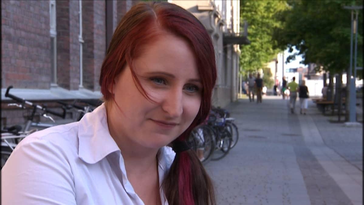 Hanna Huumonen uskoo, että seksityöläisten asema paranisi, jos prostituutio laillistettaisiin.