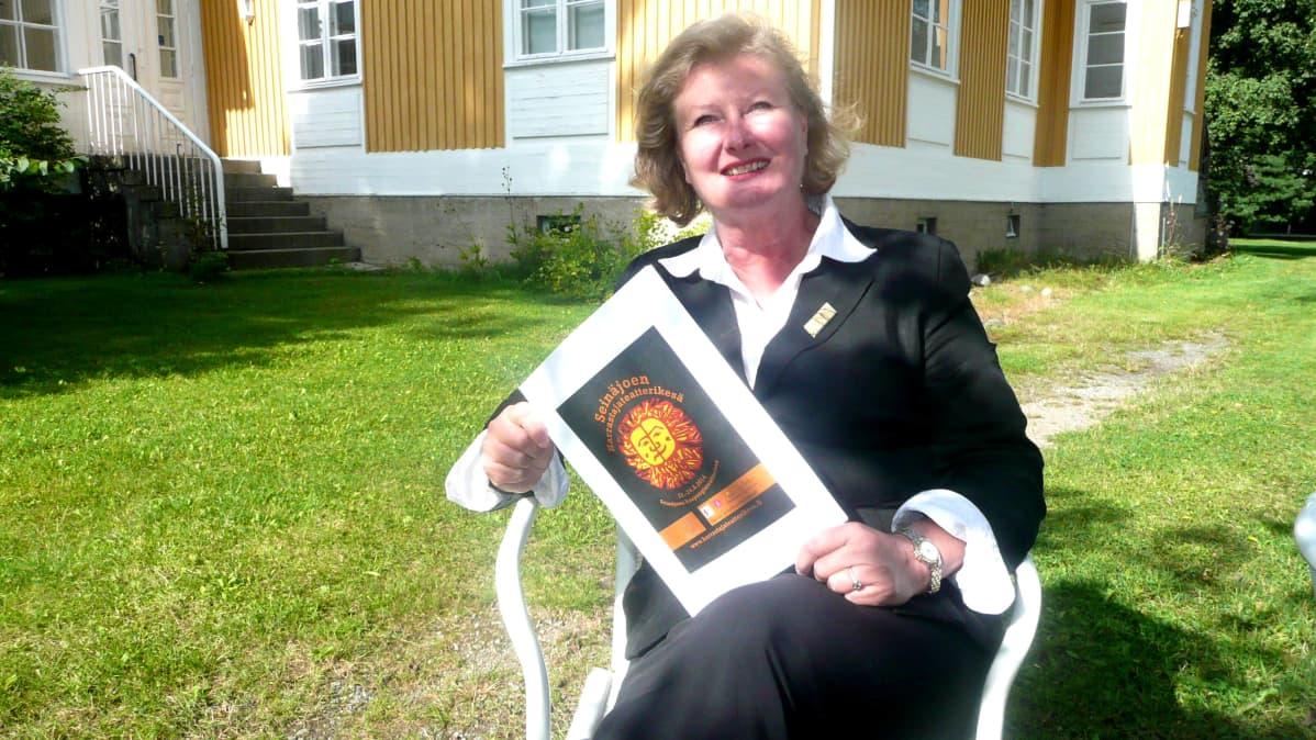 Suomen Harrastajateatteriliiton toiminnanjohtaja Merja Laaksovirran mielestä on ihanaa, että Harrastajateatterikesä on otettu hyvin vastaan Seinäjoella.