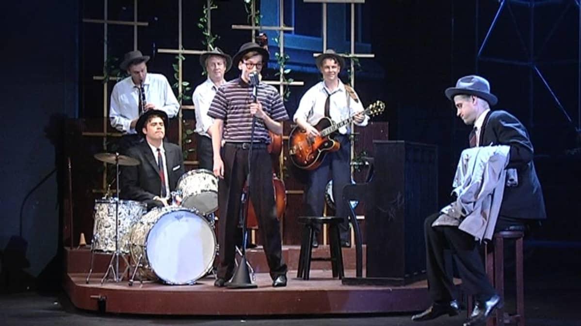 Keisarikunta-musikaali Kotkan kaupunginteatterissa.