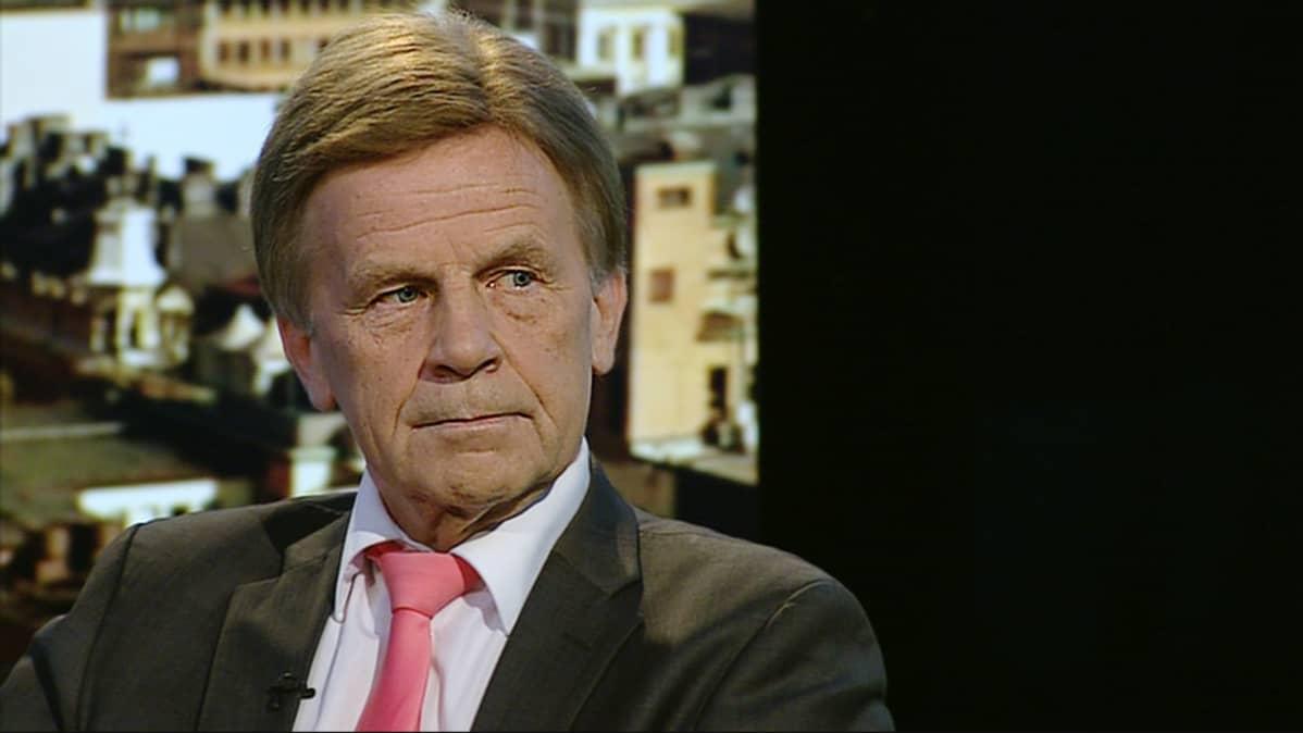 Kansanedustaja Mauri Pekkarinen (Kesk.).