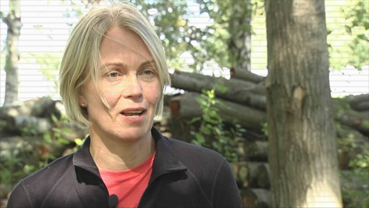Yliopistolehtori Pauliina Lankinen uskoo, että sienet pelastavat vielä maailman