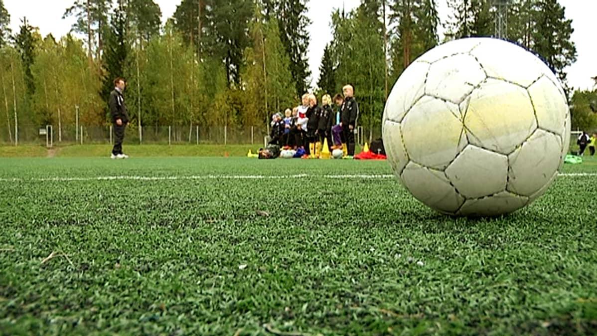 Jalkapallo tekonurmella
