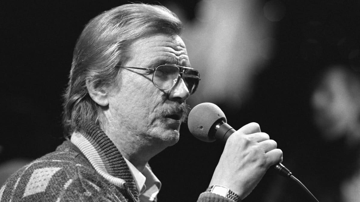 Junnu Vainio Värivalot ja liukas lattia -ohjelmassa (26.11.1988)