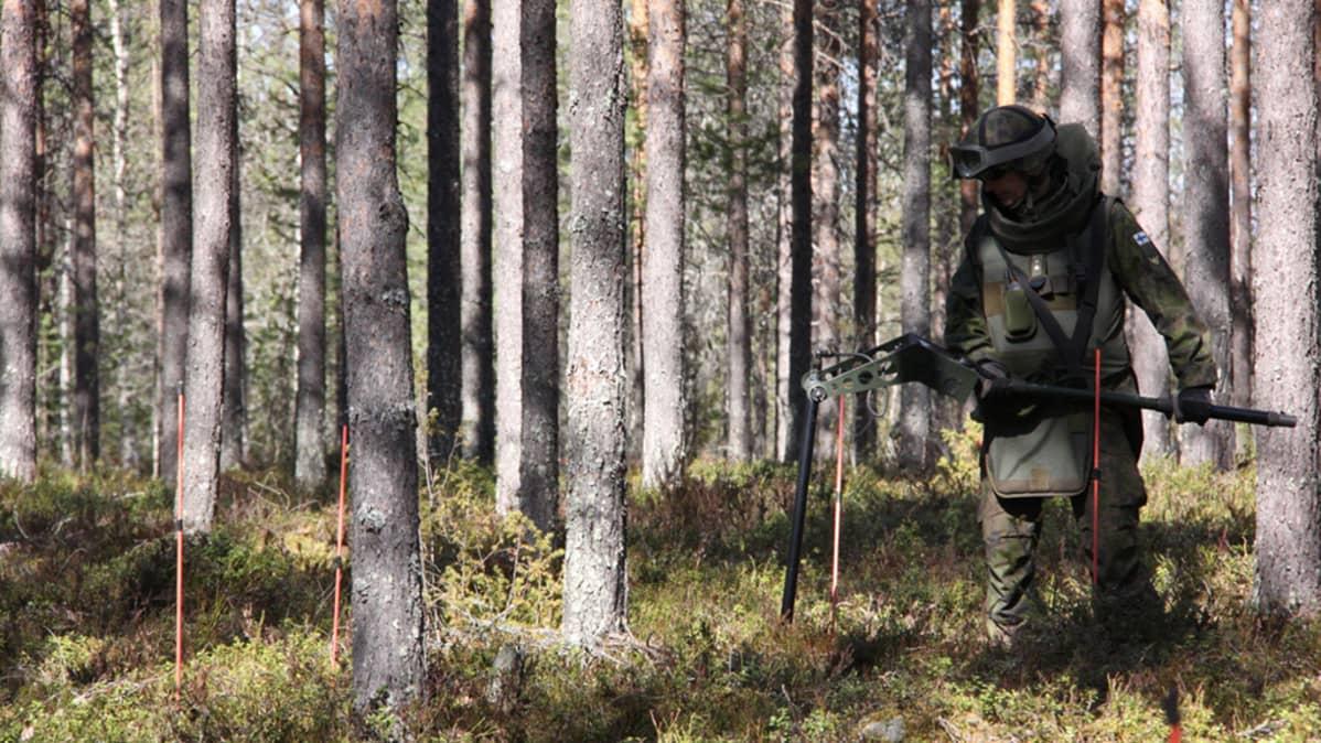 Puolustusvoimien raivaaja paikantaa ammuksia