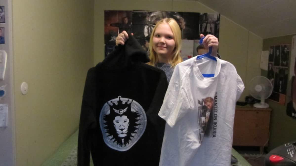 Hanna Pekkarinen ja Cheek-paidat.