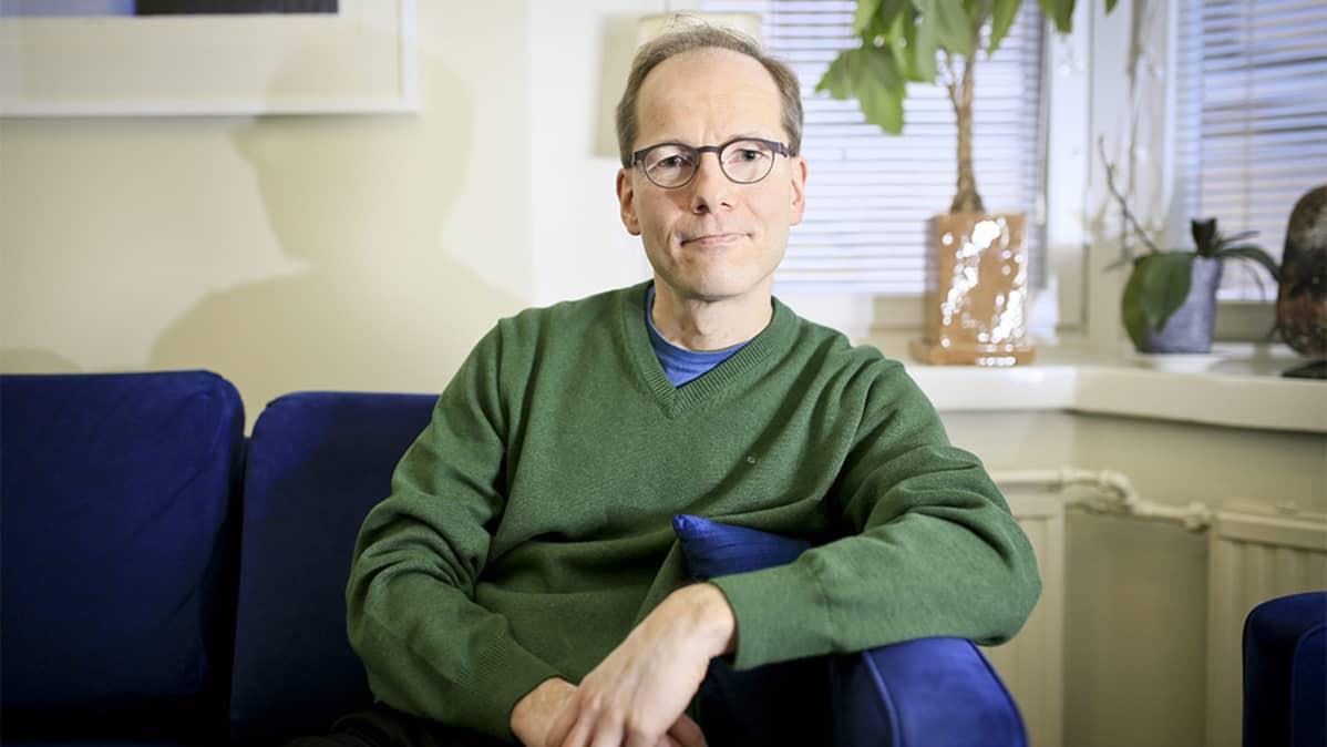 Lääketieteen tohtori Timo Partonen.