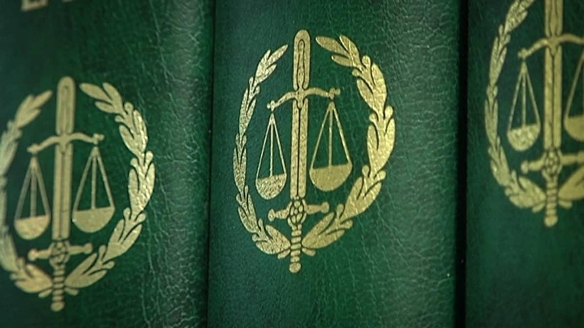 Laki, lakikirjat, Suomen laki, rikokset, rikollisuus, oikeus, oikeudenkäynti