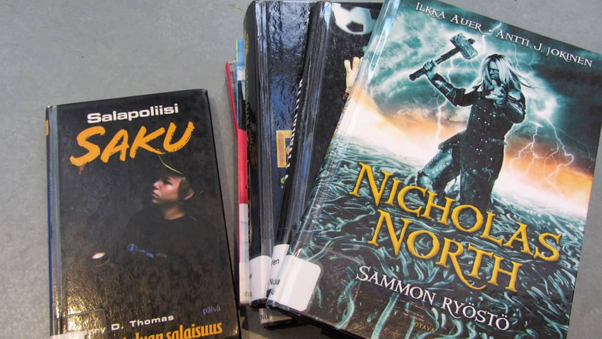 musta teini kirjoja