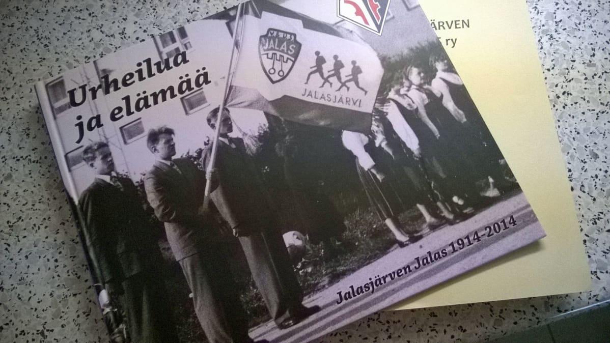 Matti Käkelän tuorein teos on Jalasjärven Jalaksen 100-vuotishistoriikki.