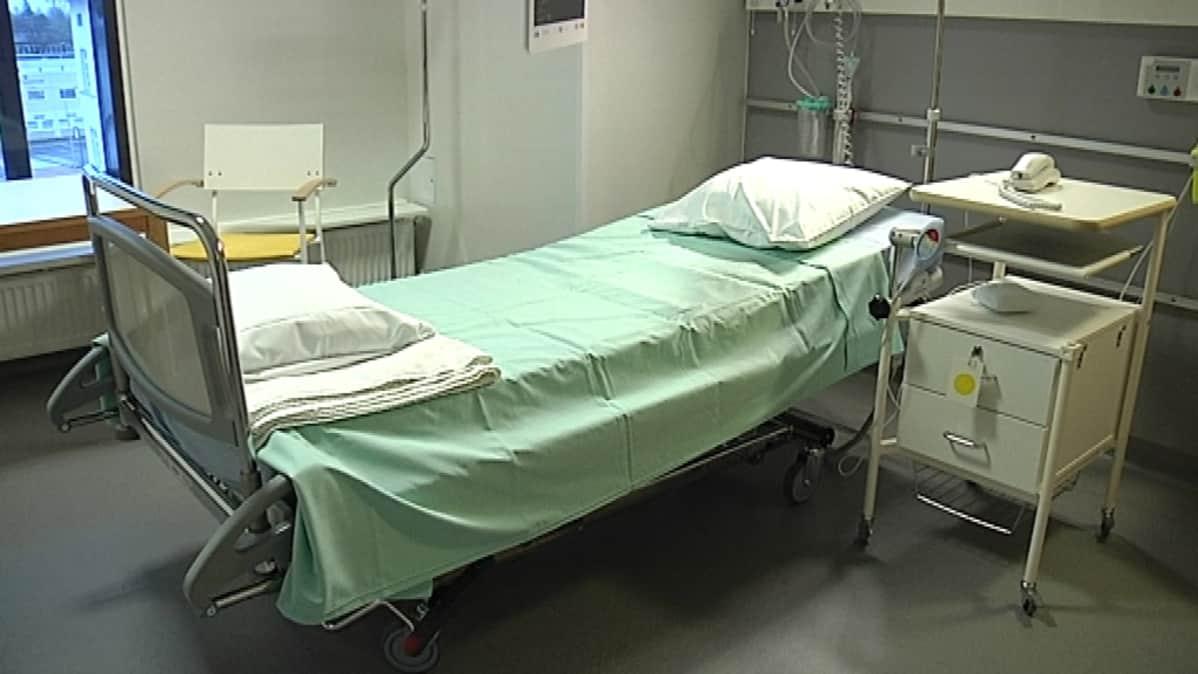 Potilashuone Malmin päivystyssairaalassa.