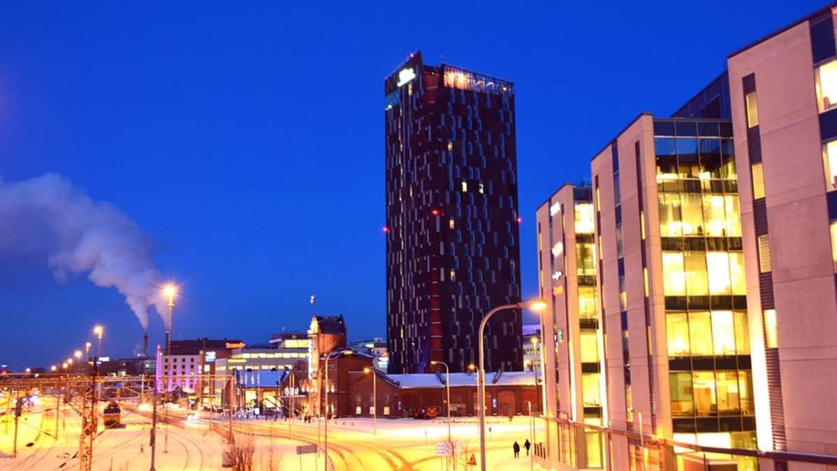 Tampereen tornihotelli ja ratapiha