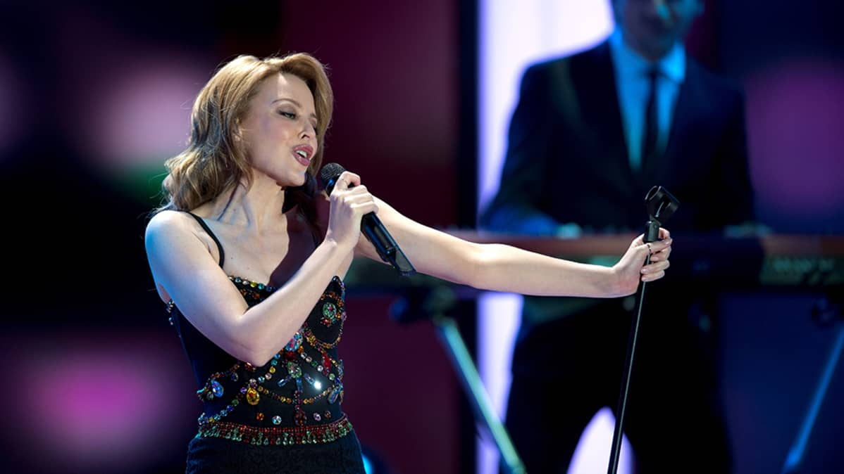 Kylie Minogue esiintymässä Berliinissä, Saksassa joulukuussa 2012.