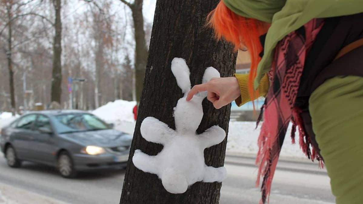 Minna mielii pupujussien lisäksi tehdä lumikissoja.