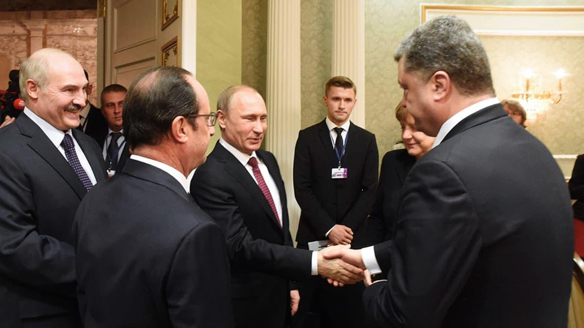 Alexander Lukashenko, François Hollande, Vladimir Putin, Angela Merkel ja Petro Porošenko tapaavat  Minskissä.