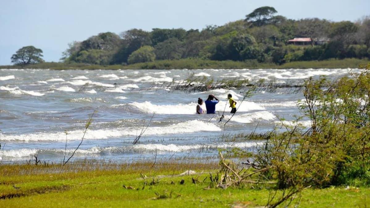 Kanavan pelätään tuhoavan muun muassa Nicaragua-järven ekosysteemin.