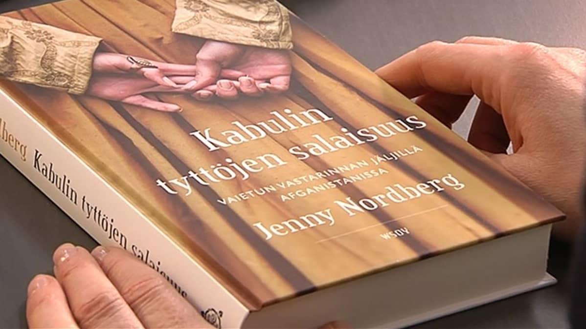 Kuva Kabulin tyttöjen salaisuus kirjasta.