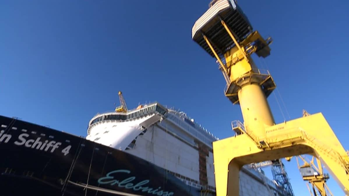 Mein Schiff 4 rakenteilla telakalla.