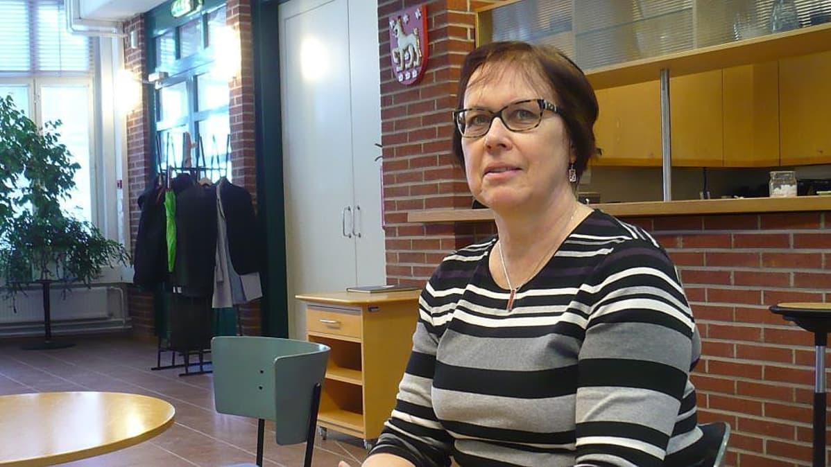 Sosiaalineuvos Ritva Karinsalo Miina Sillanpään seuran hallituksesta on myös Ensi- ja turvakotien liiton entinen toimitusjohtaja