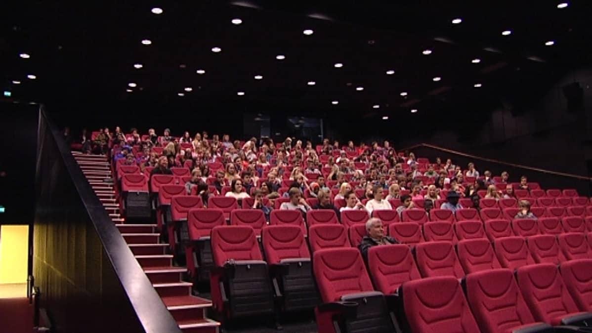Vaasalaisteatterissa järjestettiin Vöyrinkaupungin koululle erikoisnäytös Big Game -elokuvasta