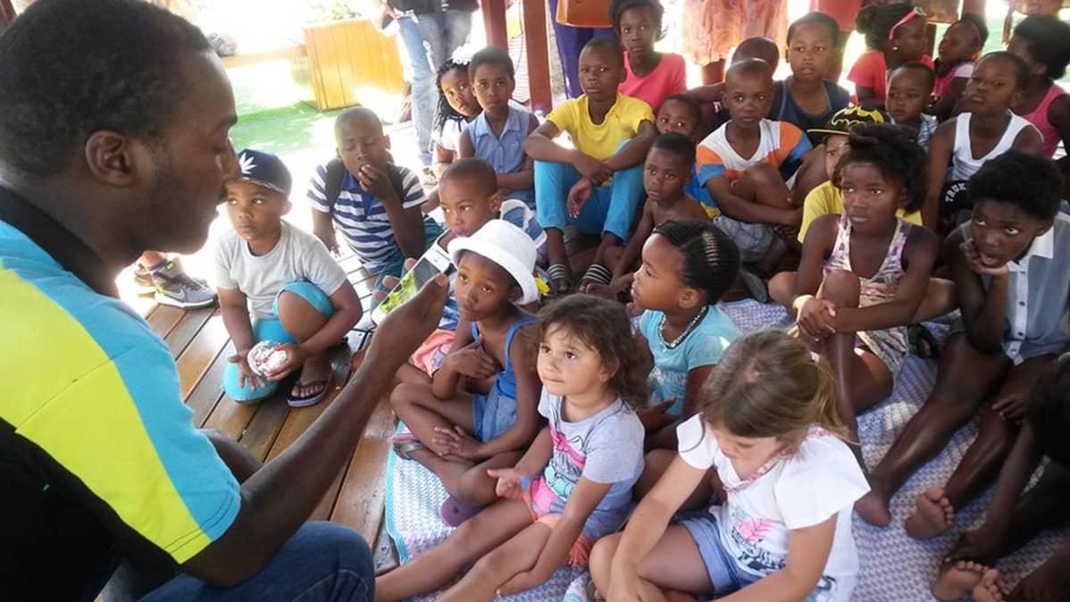 Praesa-järjestön toimintaa Etelä-Afrikassa.