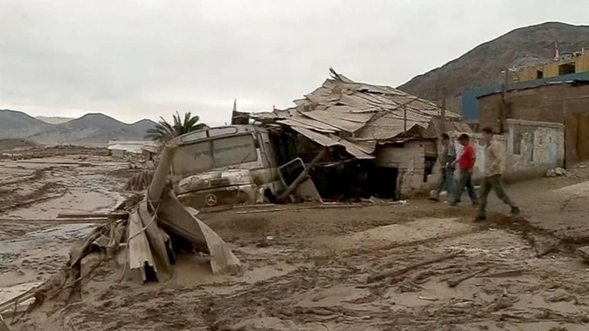 Tulvan tuhoja Chanaralin kaupungissa Atacaman alueella.