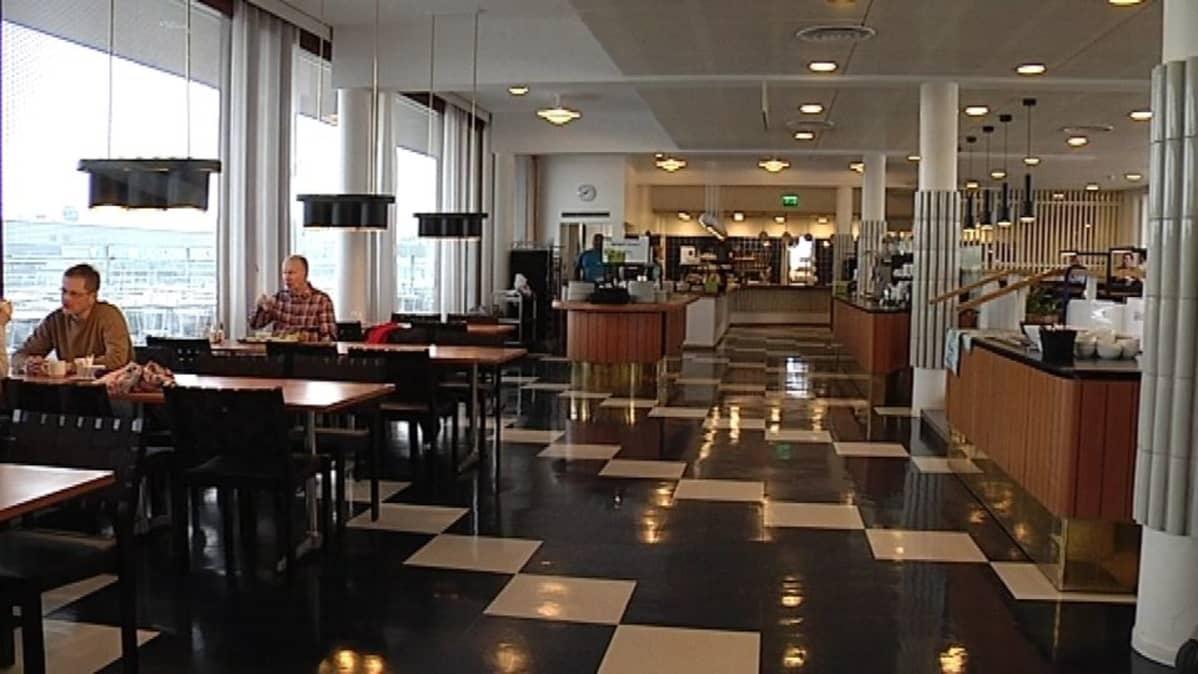Alvar Aallon 70-luvun tyyli näkyy vielä hyvin Sähkötalossa sijaitsevassa Ravintola Purossa.