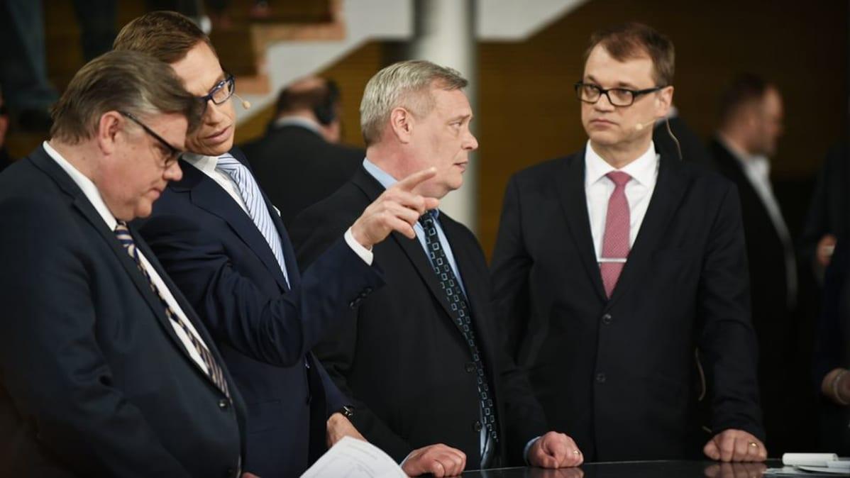 Timo Soini, Alexander Stubb, Antti Rinne ja Juha Sipilä Pikkuparlamentin tulosillassa.