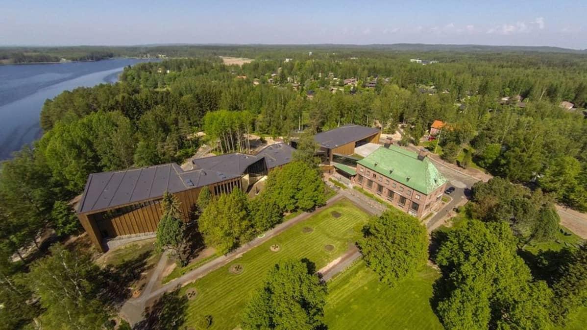 Uuden paviljongin valmistumisen jälkeen Serlachius museoissa on käynyt jo 106 000 vierasta.