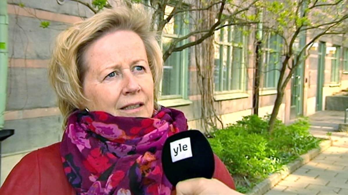 Suomalaislähtöinen  Riitta-Leena Karlsson valvoo vammaisten oikeuksien toteutumista Tukholmassa erityisenä vammaisasiamiehenä.