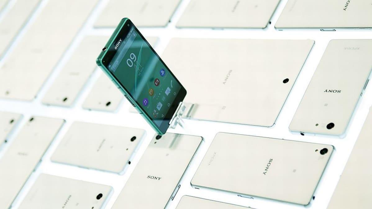 Sony Xperia älypuhelin näytteillä Mobile World Congress -tapahtumassa Barcelonassa.