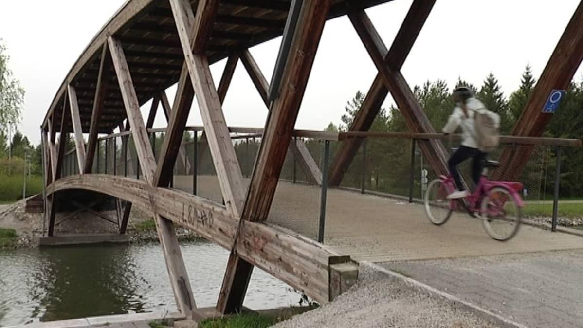 Kirkkosalmenranna silta.