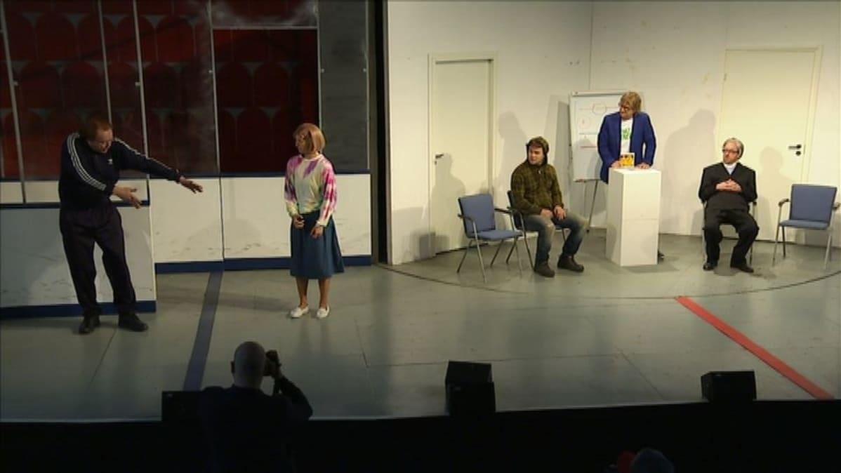 Antero Mertaranta Naantalin Emma Teatterin lavalla.