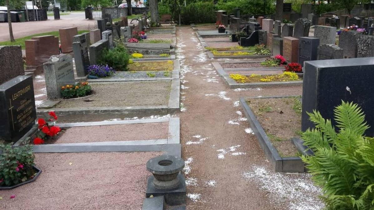 Jauhetta Käppärän hautausmaalla Porissa