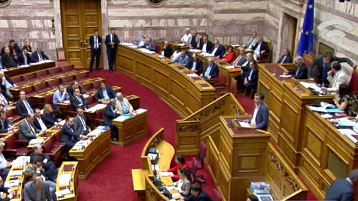 Kreikan parlametti myöhään keskiviikkoiltana.