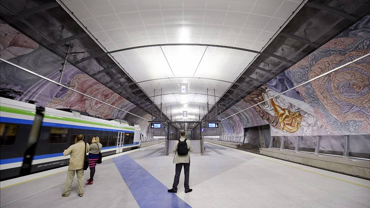 Juna-asema Helsinki-Vantaan lentokentällä Vantaalla.