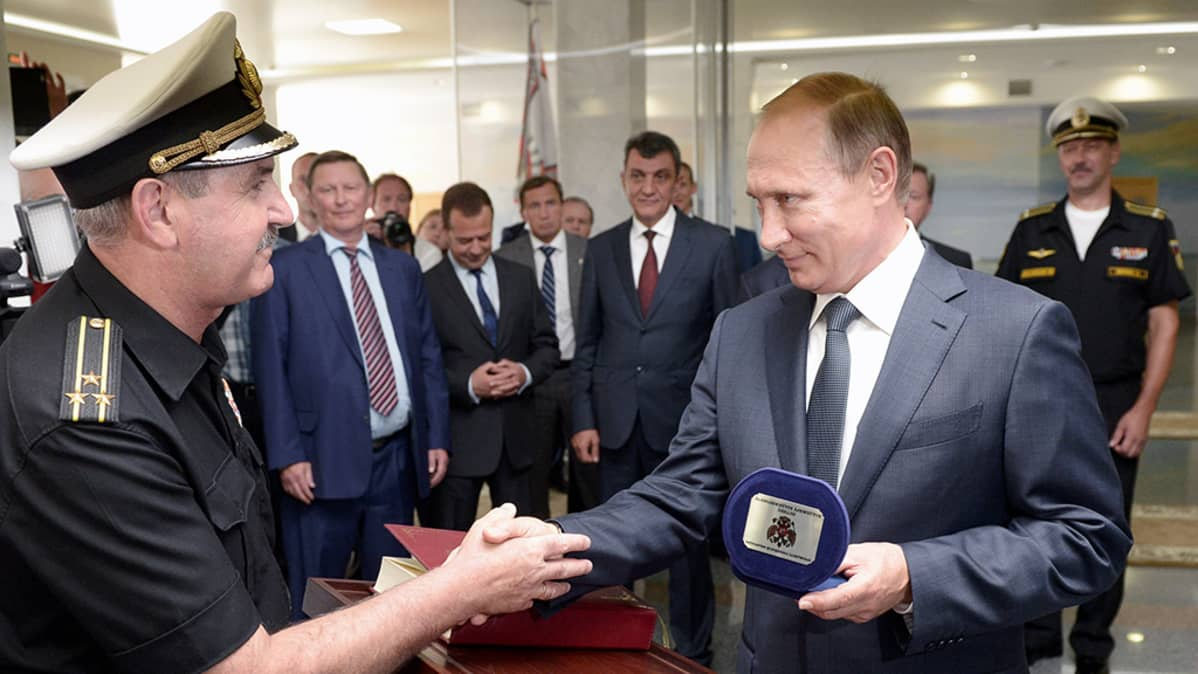 Vladimir Putin vierailee kadettikoulussa Sevastopolissa