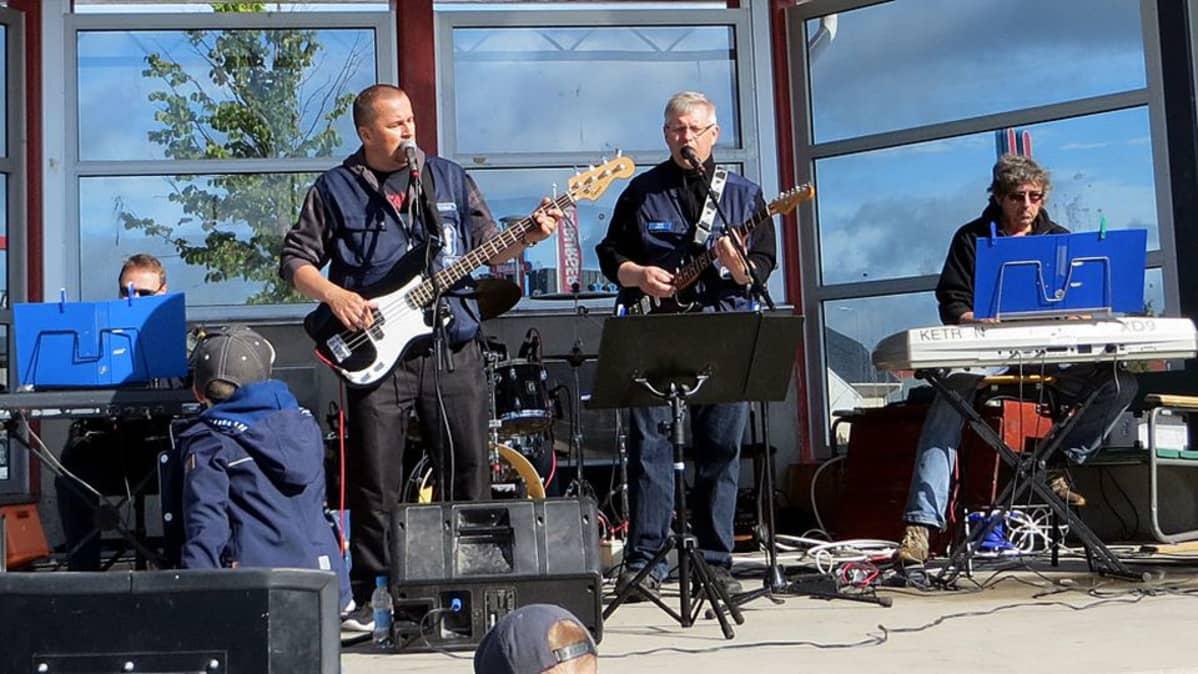 Poliisien oma bändi Kaamea Rangaistus
