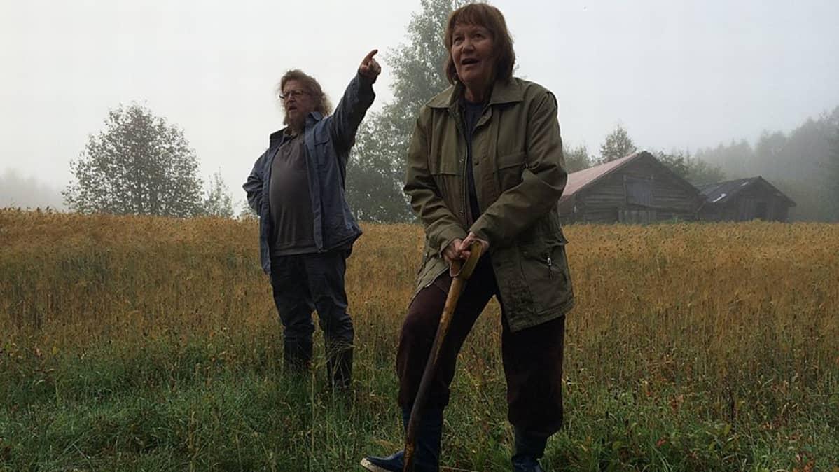 Kuvassa Anjan lähes erinomainen elämä-elokuvan tuottaja-ohjaaja Heikki Takkinen ja Anjaa esittävä Marketta Airo.
