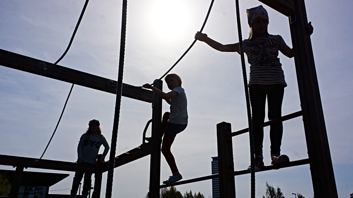 Kuulo on tärkeä varoitusaisti. Vasta 12-vuotiaalla lapsella kuulo ja aivot ovat kehittyneet havannoimaan liikennettä.