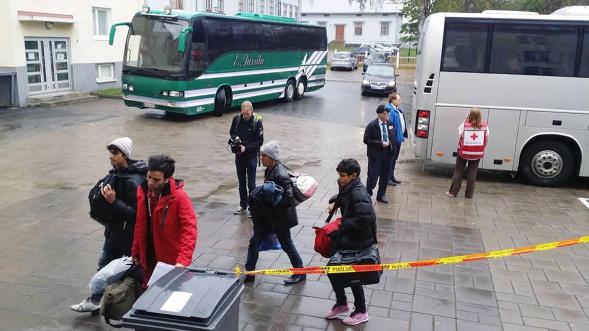 Ensimmäiset turvapaikanhakijat saapuivat Tornion järjestelykeskukseen tiistaina.