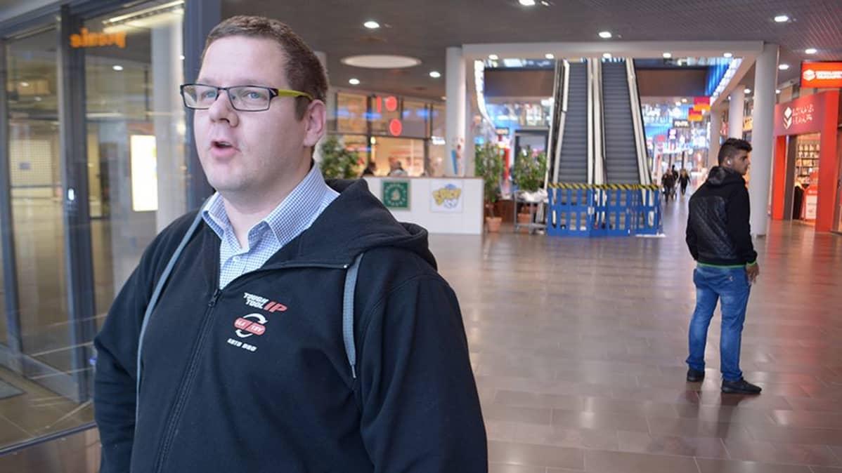 Torniolainen Kai Hurula kauppakeskus Rajalla.