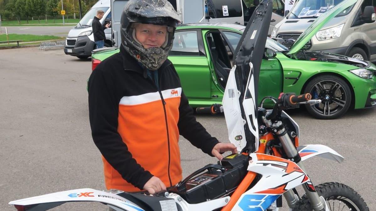 Sähköenduropyörä ja Jyri Tengman