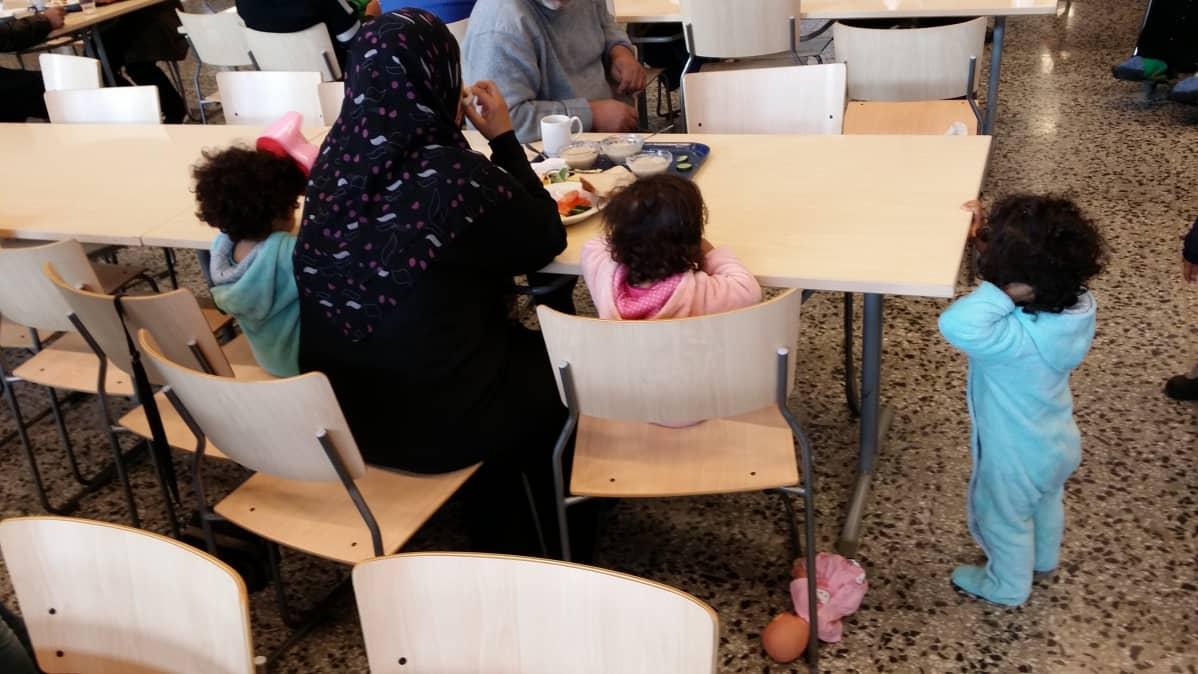 Puolitoistavuotiaat kolmoset Irakista, Kauhavan vastaanttokeskus 26.9.2015